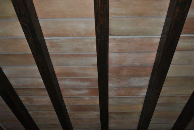 Finte tavelle per soffitto in polistirolo rivestito in malta su misura