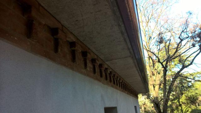 Cornicione di polistirolo ricoperto con malta cementizia