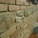 Mattoni e sassi in malta cementizia for Zoccolo esterno